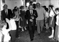 Джанибеков в фойе школы